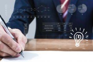 ペンを持つビジネスマンとグラフイメージ